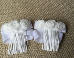 These cute gold barefoot sandals are perfect for summer and fun style! Metallic polka dot elastic, a handmade sparkly bow, and a touch of fringe make these different and cute!  These can be made in 0-3 months, 3-6 months, 6-12 months, or custom sizing (please leave size in note to seller). If youre unsure about sizing, just send me a message! If youd like something different, Id love to hear from you!  As always, please supervise small babies and children while wearing! All pieces are…