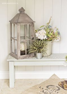 Chalky Finish Painted Entryway Bench - http://akadesign.ca/chalky-finish-painted-entryway-bench/ #chalkyfinish #decoartprojects @decoart
