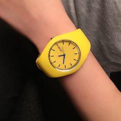http://gemdivine.com/fashion-women-watch-super-soft-silicone-strap-girls-sport-quartz-watch-geneva-brand-clock-female-casual-analog-wrist-watches/