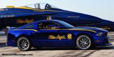 Mavi Melekler Ford Mustang ve Plane tam boy resmini görmek için tıklayın