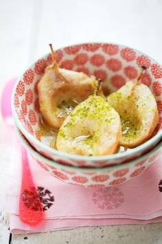 Baked pears with lemongrass, ginger and vanilla, using coconut milk. To substitute 2 T of unsalted butter