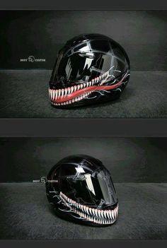 En el mercado podemos encontrar una gran variedad de modelos de cascos a elegir. Sin embargo, muchos amantes de las motos deciden elegir un casco muy diferente de los que estamos acostumbrados a ver normalmente por lo que seguramente son el centro de las miradas cuando circulan sobre dos ruedas. A continuación os presentamos 10 cascos de moto