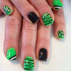 How to Paint Ladybugs on Nails - Nail Art Design Nail Art Designs, Pretty Nail Designs, Square Gel Nails, Sculptured Nails, Nail Art Salon, Hot Nails, Types Of Nails, Artificial Nails, Green Nails