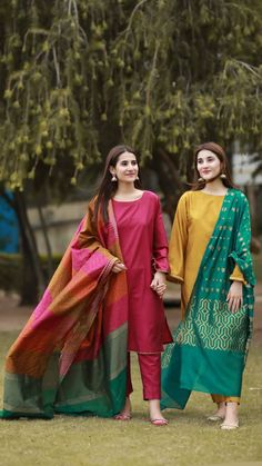 Salwar Designs Source by grayjohntht clothes pakistani Salwar Designs, Kurta Designs Women, Kurti Designs Party Wear, Pakistani Fashion Party Wear, Pakistani Dresses Casual, Pakistani Dress Design, Indian Fashion, Emo Fashion, Fashion Dresses