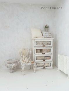 Small Furniture, Miniature Furniture, Dollhouse Furniture, Dollhouse Design, Dollhouse Miniatures, Mini Doll House, Tiny Treasures, Barbie Furniture, Doll Crafts
