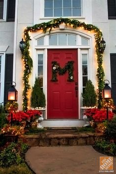 The holidays are the perfect time to focus on your curb appeal! Click through to see more of this beautiful display by @Kelly at View Along the Way