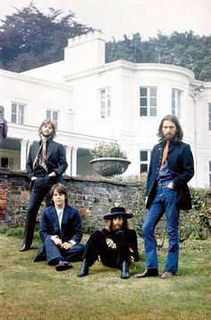 Jeff Slate details The Beatles' latter albums, from 'Sgt. Pepper' and the 'White Album' to 'Abbey Road' and 'Let It Be'. Foto Beatles, The Beatles 1, Beatles Photos, Beatles Art, Celebridades Fashion, The Fab Four, Abbey Road, Ringo Starr, George Harrison