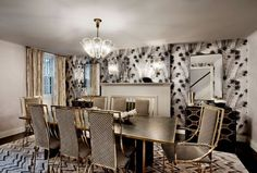 New York townhouse in a mixed style - The dining room is decorated in gold shades
