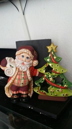 Santa arbol Ceramic Bisque, Porcelain, Christmas Decorations, Christmas Ornaments, Holiday Decor, Polymer Clay Christmas, Polymer Clay Creations, Santa Baby, Clay Jewelry