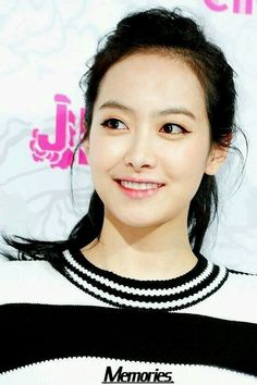 Victoria f(x) beautiful smile!!