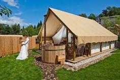 Glamping tents Eco Construction, Camping Shelters, Camping And Hiking, Glam Camping, Luxury Camping, Family Camping, Camping Gear, Tent Camping, Cabin Tent