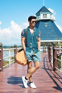 Beauty is in the eye of beholder. Look at this stunning guy and his outfit, also the background. You will be amazed by the blend of this. They guy has shaved legs with a style. So the people who love to show their legs, i must say, look like this guy.