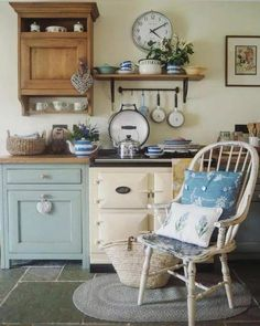 New shabby chic cottage kitchen beautiful ideas Shabby Chic Mode, Shabby Chic Cottage, Shabby Chic Style, Shabby Chic Decor, Cottage Style, Dining Corner, Estilo Country, Deco Retro, Cottage Interiors