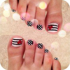 Decoración de uñas para pies Pedicure Nail Designs, Heart Nail Designs, French Manicure Designs, Pedicure Nail Art, Toe Nail Art, Easy Nail Art, Nail Art Designs, Red Pedicure, Nails Design