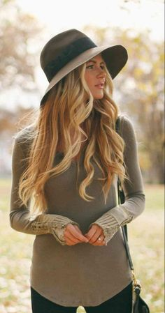 Long flowing curls and a floppy hat. So pretty! Fall Fashion d8cd363bae9