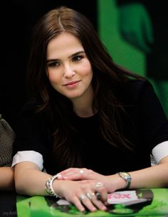 Best HD Photos Wallpapers Pics of Zoey Deutch - Check more at http://www.picmoz.com/zoey-deutch/
