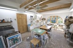 Home art studio ideas vary in design styles, creating comfortable and functional spaces for artists