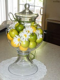 60 Spring & Easter decorating ideas for home coz' spring has sprung & we can't contain the excitement - Hike n Dip Flower Centerpieces, Table Centerpieces, Table Decorations, Centrepieces, Spring Home Decor, Diy Home Decor, Apothecary Jars Decor, Porch Decorating, Decorating Ideas