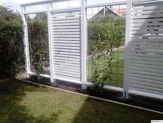 pergola rabatt in 2020 Fence Landscaping, Backyard Fences, Backyard Projects, Garden Projects, Outdoor Pots, Outdoor Gardens, Outdoor Living, Fence Styles, Garden Styles