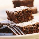 Brownies are a delicious sweet treat to make for the family. Try this easy chocolate walnut brownie recipe for afternoon tea, morning tea or a dessert. Fudge Brownies, Brownies Caramel, Beste Brownies, Espresso Brownies, Chocolate Brownies, Walnut Brownie Recipe, Brownie Recipes, Dessert Recipes, Vegan Brownie
