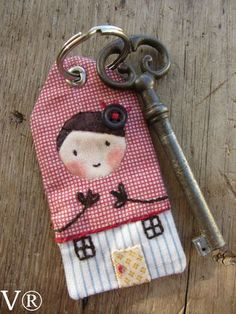 Pinning this to remind me you can make quilted/pieced key chains! Would spray with protective coating. Small Sewing Projects, Sewing Crafts, Patch Quilt, Key Fobs, Creative Crafts, Felt Crafts, Diy Crafts, Fabric Scraps, Needlework