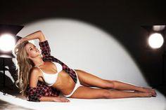 Kahili Blundell nació el 2 de febrero de 1982 en Sidney, Australia. Edad: 32; Ocupación: Modelo & Octagon Girl de la UFC; Medidas: 86-66-83; Ojos: azules; Cabello: rubio; Altura: 1.67m; Peso: 52Kg. (720X479)