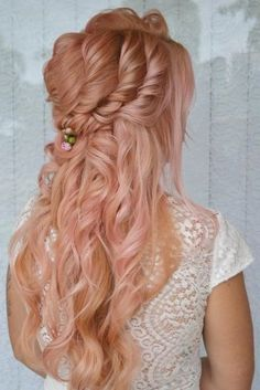 50 Awesome Curly Wedding Hairstyles Almost all of the curly wedding hairstyles are for girls with straight hair. They may take longer at hair salon. But it worth for sure! And it will cr. Dark Curly Hair, Curly Wedding Hair, Summer Hairstyles, Straight Hairstyles, Wedding Hairstyles, 50 Hair, Bohemian Bride, Natural Curls, Hair Trends