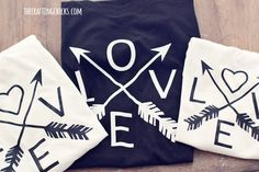 DIY Love & Arrows Graphic Tee Cricut Explore - Vinyl Shirt - Ideas of Vinyl Shirt - sm love tee 10 Creative Valentines Day Ideas, Valentine Crafts, Be My Valentine, Valentines Day Shirts, Shirt Designs, Vinyl Designs, Vinyl Crafts, Vinyl Projects, Circuit Projects