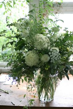 A vase of white flowers. from floret flower farm.A vase of white flowers. from floret flower farm. Green Flowers, White Flowers, Beautiful Flowers, Mustard Flowers, White Flower Farm, Arrangements Ikebana, Floral Arrangements, Deco Floral, Arte Floral
