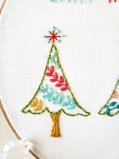 Christmas Embroidery Patterns, Embroidery Hoop Art, Cross Stitch Embroidery, Embroidery Ideas, Diy Xmas Gifts, Christmas Crafts, Christmas Tree, Christmas Decorations, Line Art Images