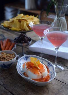 Firar fredag med Cosmopolitan & bästa snackset Mr Big, Daiquiri, Cosmopolitan, Vodka, Alcoholic Drinks, Cupcakes, Wine, Baking, Desserts