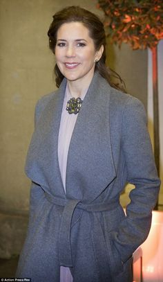 Queens & Princesses - Princess Mary presented an award to Princess Mabel of the Netherlands to honor its commitment to the rights of women and children, particularly in its fight to stop child marriages. The ceremony took place in London.
