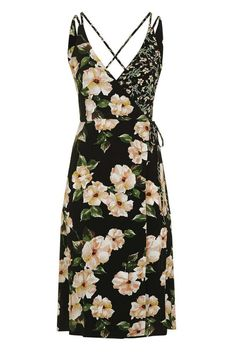 Beauty Tips, Celebrity Style and Fashion Advice from InStyle Edgy Outfits, Fashion Outfits, Rock Outfits, Couple Outfits, Fashion 2018, Tall Clothing, Thing 1, Wrap Dress Floral, Floral Dresses