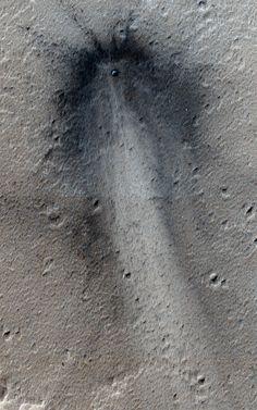 Fresh impact crater in Elysium Planitia on Mars