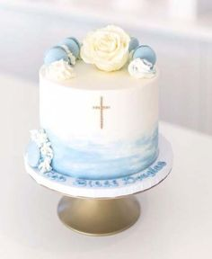 Baby Boy Baptism Food Christening Cakes Ideas - Baby cake - Baby World Baby Christening Cakes, Baby Boy Baptism, Baby Boy Cakes, Cakes For Boys, Boy Baptism Cakes, Boys Christening Decorations, Simple Baptism Cake, Baptism Cupcakes, Christening Dessert Table