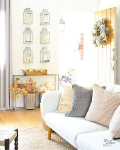Fall Porch and Entryway Ideas from I Don't Know How She Does It Fall Porch Inspiration #fallporch #falldecor