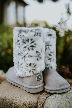 With a fun, cozy, and seasonal design, the little ones will love the Kids' Callie boot ❄️💙 Shop: bearpaw.com/ #LiveLifeComfortably #BearpawStyle
