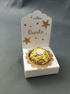Ferrero Rocher candy holder made using the Stampin Up Scallop Tag Topper punch Tarjetas Stampin Up, Stampin Up Cards, Candy Crafts, Paper Crafts, Stampin Up Christmas, Christmas Crafts, Recuerdos Primera Comunion Ideas, Craft Gifts, Diy Gifts