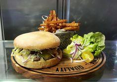 Burger et frites au sublime burger à Nevers ! #food #burger #fries