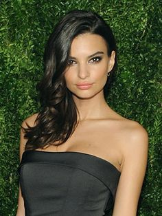 We can't stop thinking about Emily Ratajkowski's side-swept, soft waves. Luckily, it can be re-created in three easy steps