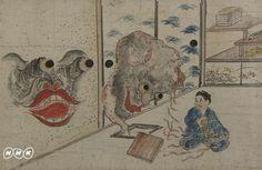 """「稲生物怪録絵巻」(個人蔵・広島県三次市教育委員会寄託) 今、大人気を博している妖怪。その背景には、日本人が長い歴史の中ではぐくんできた豊かな妖怪文化がある。鬼、天狗(てんぐ)、河童(かっぱ)をはじめ、動物や、生活道具まで妖怪化され、想像力を駆使して絵に描かれてきた。中でも、妖怪が主役として生き生きと登場するのが数々の「妖怪絵巻」である。 室町時代、土佐光信作とされる『百鬼夜行絵巻』は、最高峰の妖怪絵巻。7メートルを越える長さに、多種多様な妖怪たちが跳梁跋扈(ちょうりょうばっこ)する姿が描かれている。江戸時代、爆発的な妖怪ブームと博物学ブームの中で描かれたのが、『百怪図巻』。そして江戸末期、ついに""""実録""""をうたう妖怪絵巻が現れた。『稲生物怪録絵巻』。番組では、これら3種の「妖怪絵巻」を紹介、絵画としての妖怪を味わうとともに、妖怪にぞっこんの識者たちと、これら妖怪がどのようにして生まれたのか、なぜこれほど人気者になったのか、を探っていく。"""