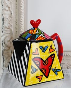 Romero Britto: Teapot Square with Heart Design (339045)