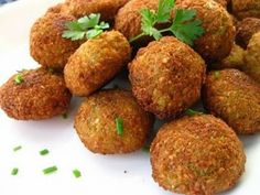 7 Day Lunch Menu - most days have meat though :-( Day Falafel looks vegetarian and yummy though! Lebanese Recipes, Jewish Recipes, Greek Recipes, Paleo Recipes, Cooking Recipes, Falafels, Gluten Free Meal Plan, Salad Topping, Middle Eastern Recipes