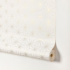 ENCADENADOS - Contemporary wallpaper / geometric pattern / gold-colored / silver by Equipo DRT Contemporary Wallpaper, Paper Wallpaper, Funny Valentine, House Party, How To Find Out, House Design, Home Decor, Flirting, Ideas Para