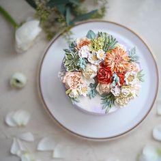 weekly cake 꽃과 음악과 케이크 . . . #flowercake #buttercream #플라워케이크 #플라워케익 #써드아이엠