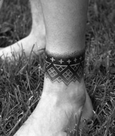 unique Tattoo Trends - Ankle Band Dotwork Geometric Tattoo Design Ideas For Males. Retro Tattoos, Trendy Tattoos, Cool Tattoos, Band Tattoos For Men, Sleeve Tattoos For Women, Tattoos For Guys, Ankle Band Tattoo, Leg Tattoo Men, Wrist Tattoos