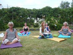 Mindful og meditativ yogaferie på Azorerne, Portugal   29. maj - 5. juni 2018  Mindfulness er selve hjertet i yoga, fordybelse og indre ro, livsglæde og nærvær er i centrum på denne Yogaferie på Azorerne, en fantastisk plet  - midt ude i Atlanterhavet. Himlen og havet og den fantastiske natur danner de fysiske rammer om din YOGAFERI