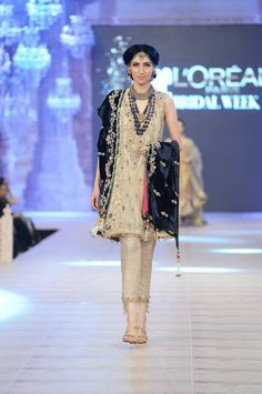 Fashion Designer Duo Nickie Nina is the famous Pakistani fashion brand. Nickie and Nina are two sisters with an indisputable flair for fashion. Pakistani Formal Dresses, Pakistani Bridal Wear, Pakistani Outfits, Indian Outfits, Indian Dresses, Suit Fashion, Girl Fashion, Fashion Outfits, Bridal Fashion