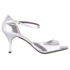 Bandolera Tango Pitoncino Lux argento / Laminato argento Python printed silver tassel, closed heel with silver foil, heel with silver foil, leather outsole Bed Pads, Tango Shoes, Python Print, Outdoor Wear, Memory Foam, Kitten Heels, Silver, Leather, How To Wear