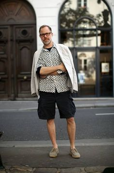 Bruce Pask demonstrating how to wear the cargo short. Take note gentlemen!